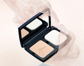 """Christian Dior Компактная крем-пудра """"Diorskin Forever Extreme Control SPF20"""" № 012 (цвет: Фарфоровый)."""